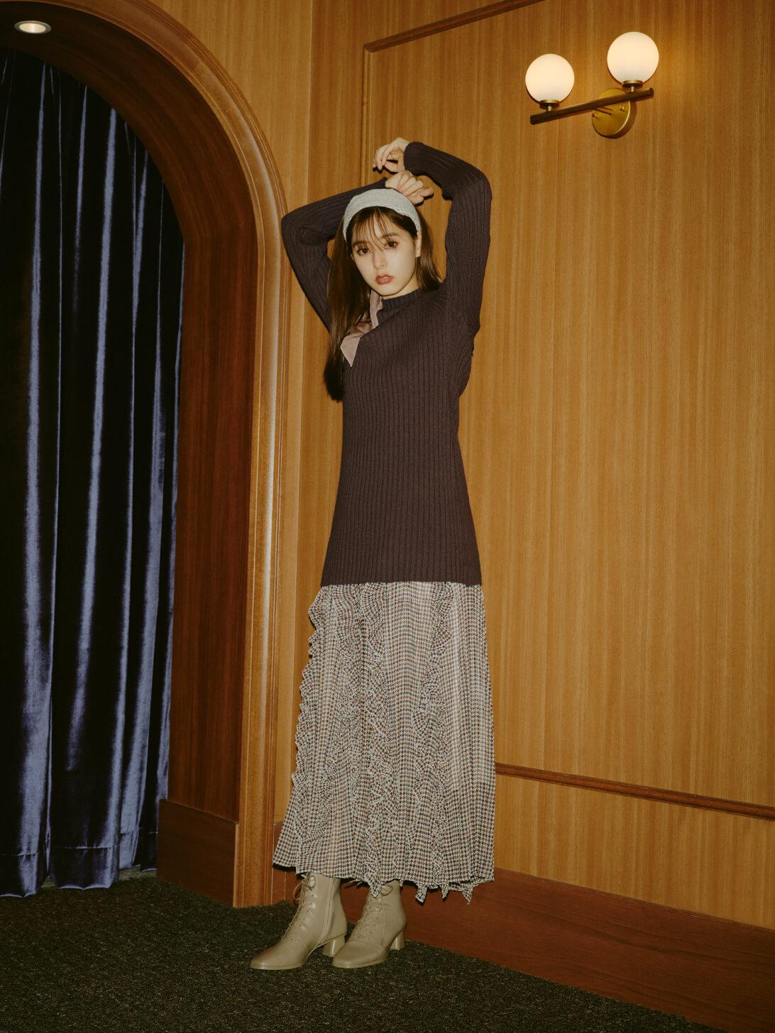 Knit 9,900yen , Skirt 16,940yen , HairAccessory 3,960yen , Shoes 15,950yen