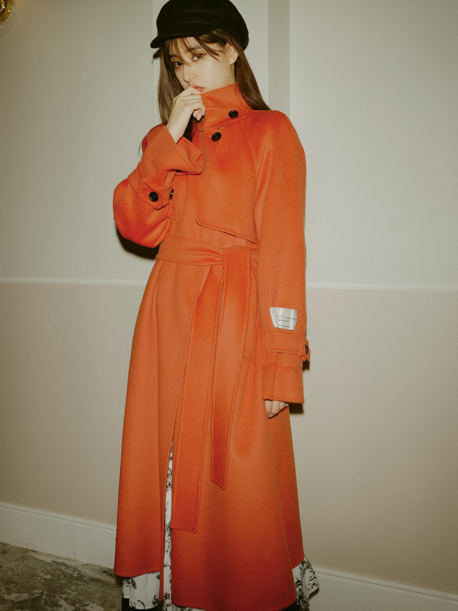 Coat 42,900yen , Dress 19,800yen , Casquette 6,490yen , Shoes 16,940yen