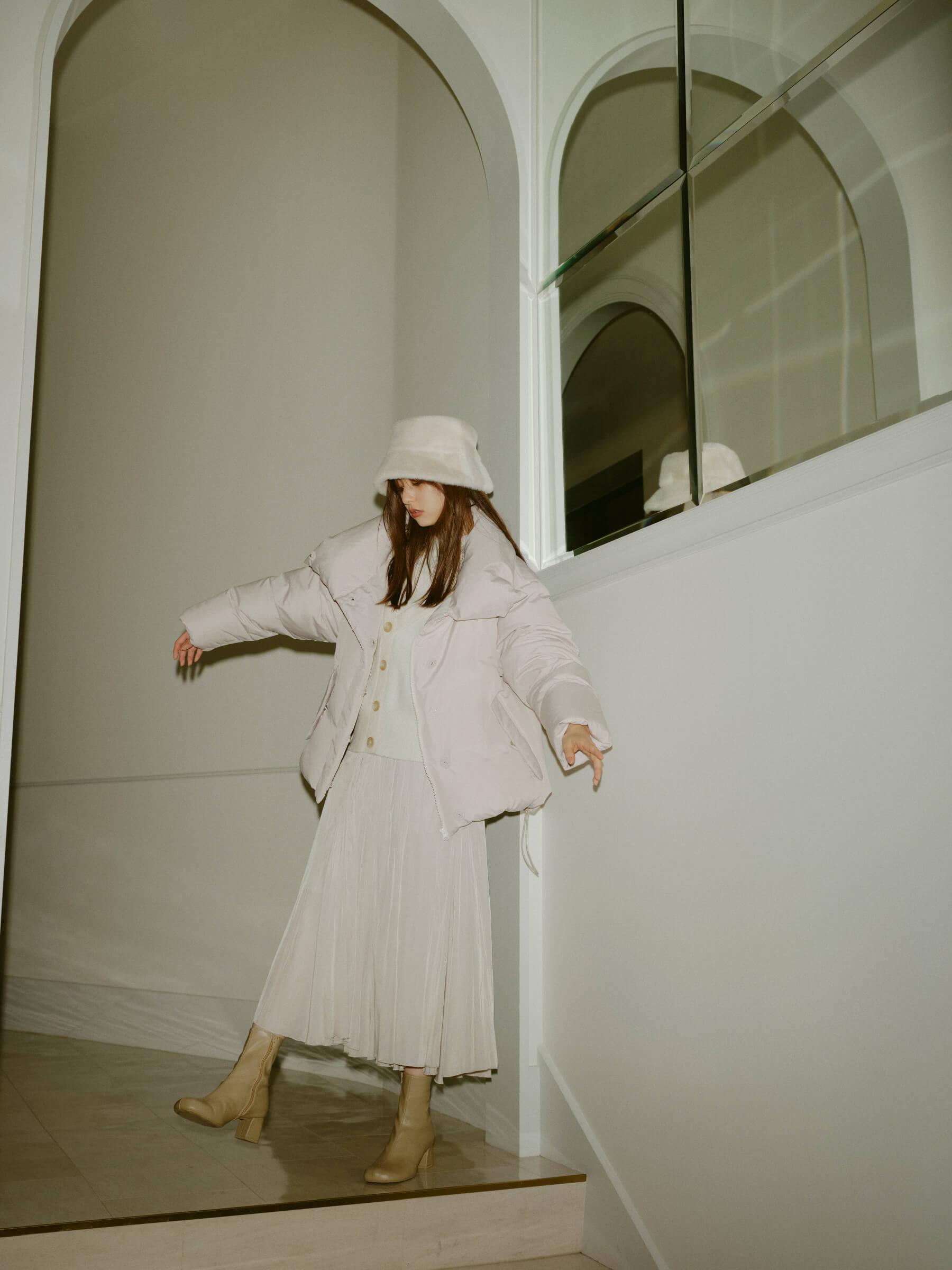 Coat 24,200yen , Knit 14,520yen , Skirt 9,900yen , Hat 7,590yen , Shoes 14,850yen