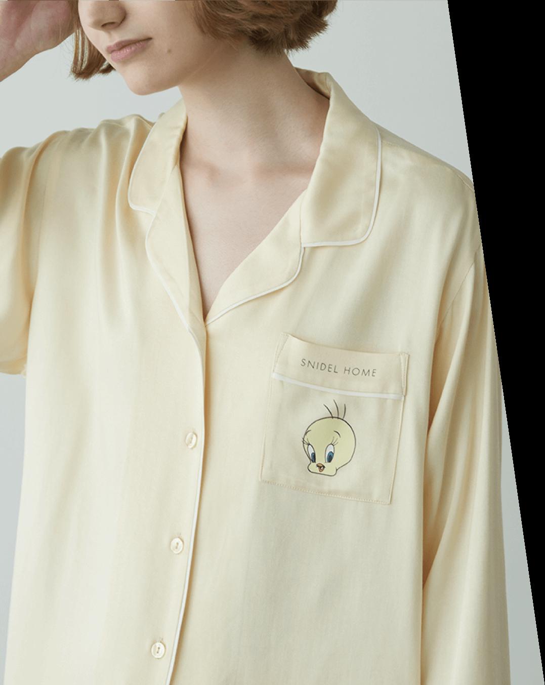 Shirt ¥8,250 , Pants ¥7,920 , Room Shoes ¥3,960